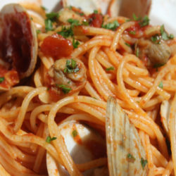 Linguine alle Vongole in Rosso (Red Clam Sauce)