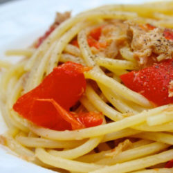 Spaghetti con Tonno e Peperoni (Tuna and Red Peppers)