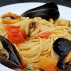 Spaghetti con le Cozze e Pomodori (Mussels and Tomatoes)